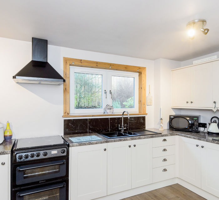 * UNDER OFFER* 26 MORTONHALL PARK VIEW, EDINBURGH EH17 8SW