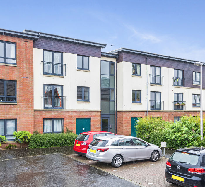 Flat 4/3, New Mart Place, Chesser, Edinburgh, EH14 1RW